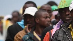 LaPresse04-05-2011 Taranto (Italia)CronacaTaranto, arrivo dei profughi libici da LampedusaNella foto: l'arrivo dei profughiLaPresse04-05-2011 Taranto (Italy)NewsTaranto, libyan refugees from Lampedusa to the Taranto harbourIn the pict: libyan refugees